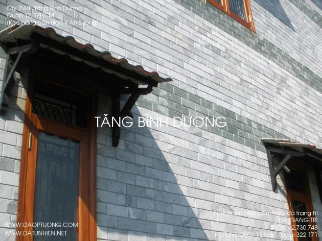 Tường nhà đẹp ốp đá giả cổ đen (đá băm đen)