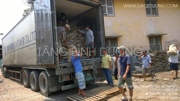 Đá chẻ tự do đóng bao vận chuyển theo container 40 feet.