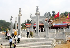 Đền thờ Lạc Long Quân