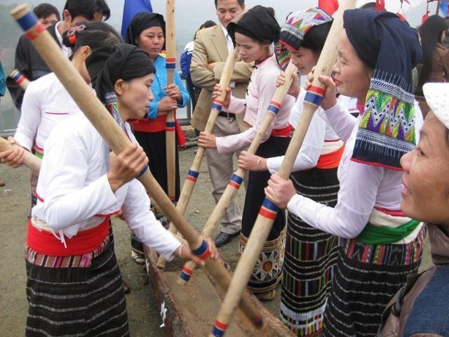 Khuya luống, một loại hình văn hóa truyền thống còn bảo lưu trong cộng đồng người Thái ở huyện Thường Xuân.